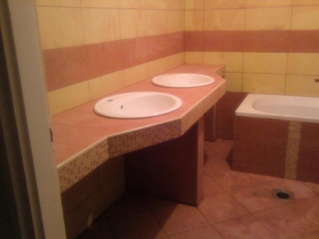Fürdőszoba monolit mosdó. Lakásfelújítás